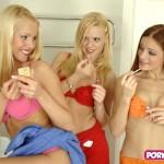 3 meiden naakt